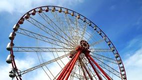 Riesenrad herein einen Park Stockbild