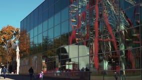 Riesenrad herein einen Stadtpark, Zeitspanne stock footage