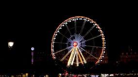 Riesenrad herein Paris nachts stock footage