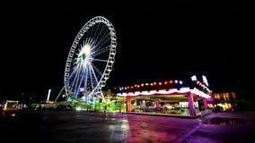 Riesenrad herein Vergnügungspark an ASIATIQUE der Flussufer-Einkaufspark stock video footage