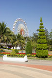 Riesenrad innen den Park Stockfoto