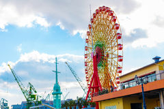 Riesenrad mit blauem Himmel in Japan Stockbilder