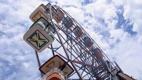Riesenrad mit einem erstaunlichen Himmel Lizenzfreie Stockbilder