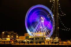 Riesenrad nachts in der Bewegung am Pier Lizenzfreies Stockbild