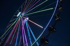 Riesenrad: Schauen Sie voran und oben lizenzfreies stockfoto