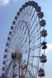 Riesenrad und Himmel Stockfoto
