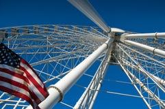 Riesenrad und USA-Flagge Stockfotografie