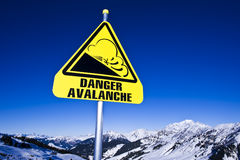 Riesgo de la avalancha en montaña Fotografía de archivo