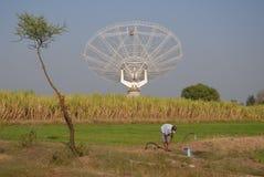 Riesig Messinstrument-bewegen Sie Radioteleskop, GMRT, Indien wellenartig. Stockfoto