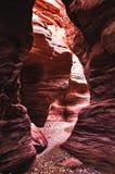 Riesige Felsen in der roten Schlucht in den Bergen von Elat, Israel Stockfotografie