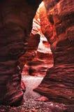 Riesige Felsen in der roten Schlucht in den Bergen von Elat, Israel Stockbild