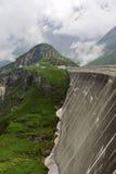 Riesige konkrete Staumauer des Kaprun-Kraftwerks lizenzfreie stockfotos