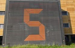 Riesige Nr. fünf auf einem Gebäude Stockbild