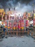 Riesige Räucherstäbchen auf vegetarischem Festival Stockbild