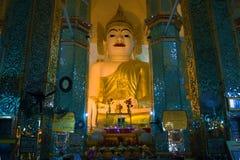 Riesige Skulptur von einem Sitz-Buddha in der Pagode Taung Mingi Mandalay, Myanmar Stockfotografie