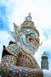 Riesige Skulptur in Wat Pra Kaeo Temple Stockfotos