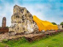Riesige stützende Buddha-Statue im historischen Park Ayutthaya Lizenzfreies Stockfoto