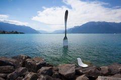 Riesige Stahlgabel im Wasser von Geneva See, Vevey, die Schweiz Lizenzfreies Stockfoto