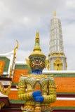 Riesige Statue von Wat Phra kaew stockfotos