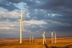 Riesige Windmühlen stockbild