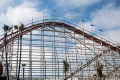 Riesiger Schöpflöffel-hölzerne Rollen-Küste in San Diego Stockfoto
