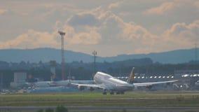 Riesiger Start Lufthansas, Frankfurt-Flughafen stock video footage