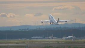Riesiger Start Lufthansas, Frankfurt-Flughafen stock footage