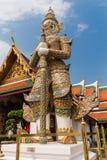 Riesiger Wächter in großartigem Palast Bangkoks, Wat Phra Kaeo Thailand Lizenzfreie Stockfotos