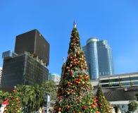 Riesiger Weihnachtsbaum in der Mitte von Bangkok-Stadt Lizenzfreies Stockbild