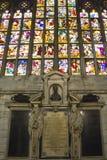 Riesiges buntes Fenster der Mailand-Duomo-Kathedrale Stockbilder
