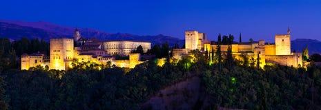 Riesiges panoramisches Alhambrades Granada nachts Lizenzfreies Stockbild