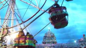 Riesiges Riesenrad am Tempelfestival stock video footage