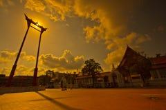 Riesiges Schwingen im Sonnenuntergang stockfotografie