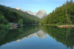 Riessersee e Zugspitze Fotos de Stock Royalty Free