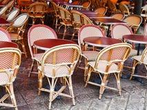 Riet-stoelen in de koffie van Parijs Royalty-vrije Stock Foto