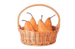 Rieten mand met vers die fruit op een wit wordt geïsoleerd royalty-vrije stock foto's
