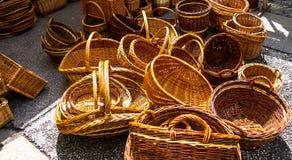 Rieten manden op de stadsmarkt Royalty-vrije Stock Fotografie