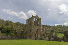 Rievaulx opactwo, North Yorkshire cumuje, North Yorkshire, Anglia obraz royalty free
