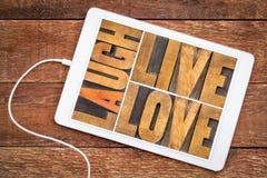 Riez, vivant, abrégé sur mot d'amour dans le type en bois Photographie stock