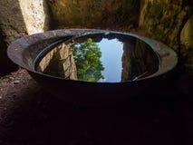 Riff-Bucht Sugar Mill Interior, alte Metallschüssel-Reflexion, Johannes, U S Die Jungferninseln-Nationalpark lizenzfreie stockfotos
