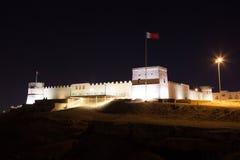 Riffa fort på natten, kungarike av Bahrain royaltyfri bild