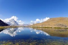 Riffelsee chez le Matterhorn, Zermatt, Suisse Photos stock