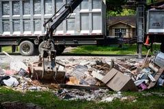 Rifiuti e detriti fuori delle case di Houston Fotografie Stock Libere da Diritti