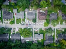Rifiuti e detriti fuori delle case di Houston Immagine Stock