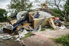 Rifiuti e detriti fuori delle case di Houston Fotografie Stock
