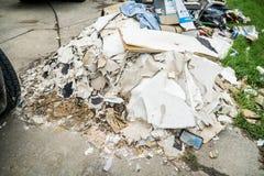 Rifiuti e detriti fuori delle case di Houston Fotografia Stock