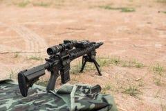 Rifle ar15 de Midlenght imagen de archivo libre de regalías