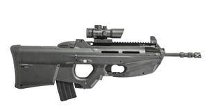 Rifle automático aislado en la derecha blanca del fondo Foto de archivo