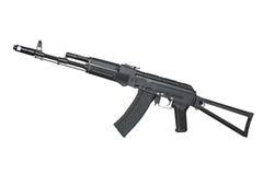 Rifle de AK (AK74) aislado en blanco Imagen de archivo