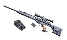 Rifle de atirador furtivo com riflescope Fotografia de Stock Royalty Free